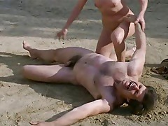Frauen (1980) - Scene 12 France Lomay Fight