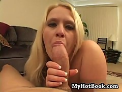 Samantha Foxx is a BBW who has blonde hair and is
