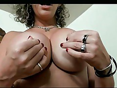 SaraJay wants you to cum on her tits!